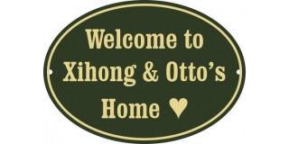 Emaljskylt Welcome to  Xihong and Otto´s  Home BRG - cream oval 22 x 16 cm